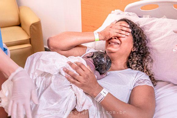 Nascimento Helena - Parto Normal feito pelo Papai