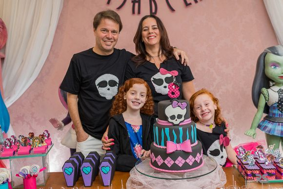 Isabela 8 anos - Tema : Monster High