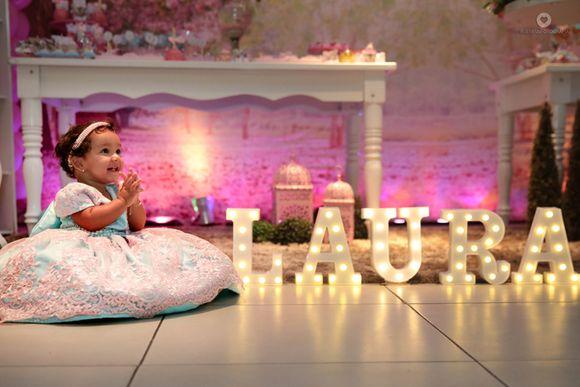 O Primeiro Aniversário da Laura.